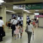 E:銀座線新橋駅からJR新橋駅汐留口に向かう途中