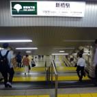 JR新橋駅汐留口方向から都営浅草線新橋駅に向かう途中